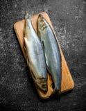 在一个切板的盐味的鲱鱼 库存图片