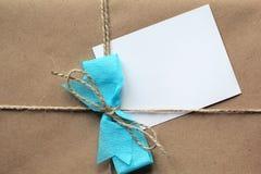 在一个包装纸包裹的空白的信件 库存照片