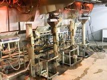 在一个化工厂的肮脏的生产 生产过程在 免版税库存图片
