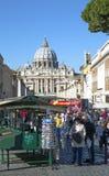 在一个区域的看法在圣伯多禄前罗马教皇的大教堂在梵蒂冈 库存照片