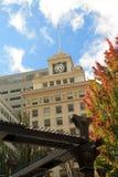 在一个历史建筑顶部的时钟表盘在波特兰,俄勒冈 免版税库存图片