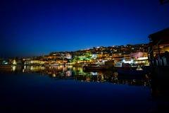 在一个口岸的渔船在日落以后的雅典 免版税图库摄影