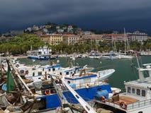 在一个口岸的船在Toscane,意大利 库存图片