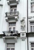 在一个古老大厦的美好的雕塑在布拉格 免版税库存图片