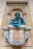 在一个古老大厦的雕象 免版税图库摄影