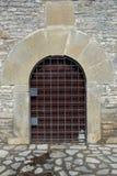 在一个古老房子的建筑学门道入口 免版税库存照片