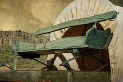 在一个古色古香的有盖货车的空的无盖货车位子 免版税库存照片