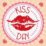 在一个可爱的标签的红色嘴唇印刷品为亲吻天,传染媒介例证 库存照片