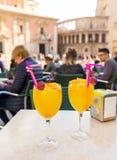 在一个咖啡馆的一份传统饮料在圣玛丽` s正方形在巴伦西亚在一个夏日2017年11月15日西班牙 免版税库存照片