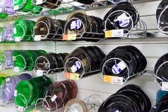 在一个商业柜台的亚铁和非铁质板材在hyperma 库存照片