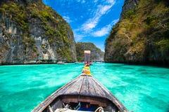 在发埃发埃海岛,泰国的木小船。 免版税库存照片