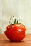 在一个土气木板条的蕃茄 库存图片