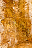 在一个地下洞的墙壁上的石灰石形成 免版税库存照片