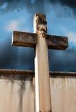 石十字架在公墓 免版税图库摄影