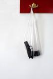 在一个塑料袋的一杆枪 免版税库存图片