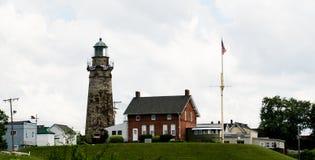 在一个夏日期间,在Fairport港口俄亥俄的灯塔 库存照片
