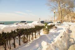在一个多雪的堤防在保加利亚波摩莱,冬天2017年 免版税库存照片