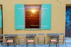在一个大厦的一个窗口在墨西哥样式 库存图片