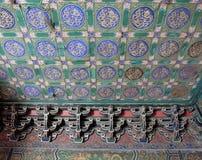 在一个大厦的一块华丽被绘的天花板在故宫在北京 免版税库存图片