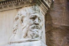 在一个大厦的古老雕塑在佛罗伦萨 库存图片