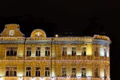在一个大厦的圣诞节照明在莫斯科,俄罗斯 用诗歌选装饰的所有墙壁 库存照片