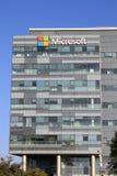 在一个大厦的微软标志在赫兹里亚,以色列 免版税库存照片