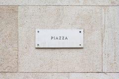 在一个大厦的方形的空的大理石匾牌与经典之作 库存图片