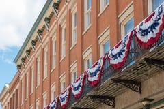 在一个大厦的美国国旗在芝加哥 免版税库存照片