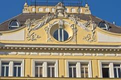 在一个大厦的19世纪建筑学在玛丽亚・特蕾西亚广场附近在维也纳 图库摄影