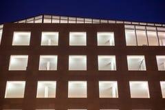 在一个大大厦的玻璃门面 免版税库存照片