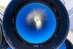 在一个大直径PVC管子里面的看法 免版税库存照片