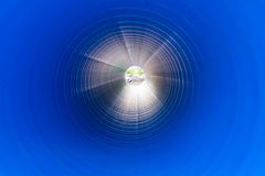 在一个大直径PVC管子里面的看法 库存照片