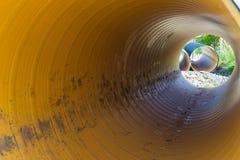 在一个大直径PVC管子里面的看法 免版税库存图片