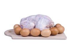 在一个委员会的未加工的鸡用鸡蛋 库存图片