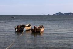 在一个安静的港口的小船 图库摄影