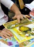在一个室外车间的手指画法 库存图片