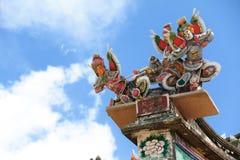 在一个家庭氏族寺庙的屋顶装饰在中国 免版税库存照片