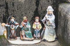 在一个寺庙的一些小神圣的雕象在路 免版税库存照片