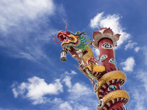 在一个寺庙的中国龙在泰国 图库摄影