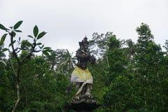 在一个寺庙的巴厘语雕象在巴厘岛印度尼西亚 库存图片