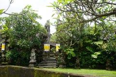 在一个寺庙的巴厘语雕象在巴厘岛印度尼西亚 库存照片