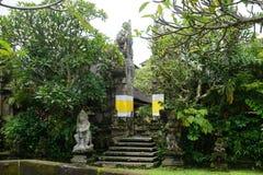 在一个寺庙的巴厘语雕象在巴厘岛印度尼西亚 图库摄影