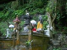 在一个寺庙的雕象在自然在巴厘岛 免版税库存图片