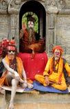 在一个寺庙的Sadhus在Sri Pashupatinath寺庙附近 库存照片