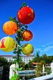 在一个寺庙装饰的中国灯笼在高雄,台湾 免版税库存照片