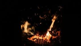 在一个小壁炉的火与退回推力 股票视频