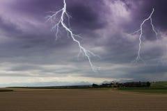 在一个小村庄的一刹那闪电 免版税库存照片