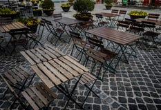 在一个小正方形的咖啡馆椅子在斯波莱托,翁布里亚 库存图片