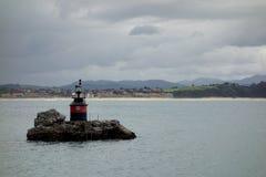 在一个小海岛上的灯塔 免版税图库摄影
