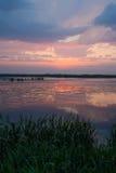 在一个小湖的日落反射 库存图片